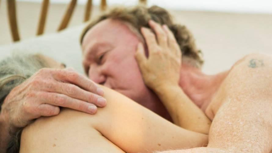 Pareja de 70 años hace una película porno para demostrar que el sexo no empeora con la edad
