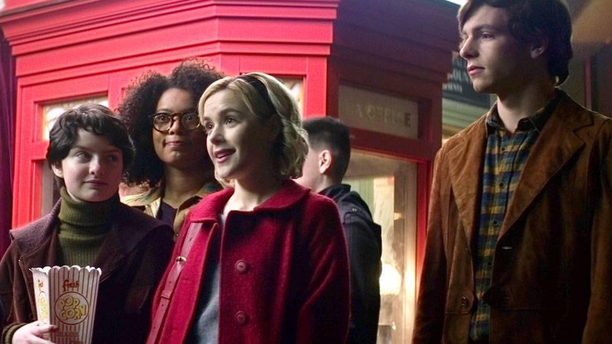 """Actores de """"Sabrina"""" traspasan su amor a la vida real"""