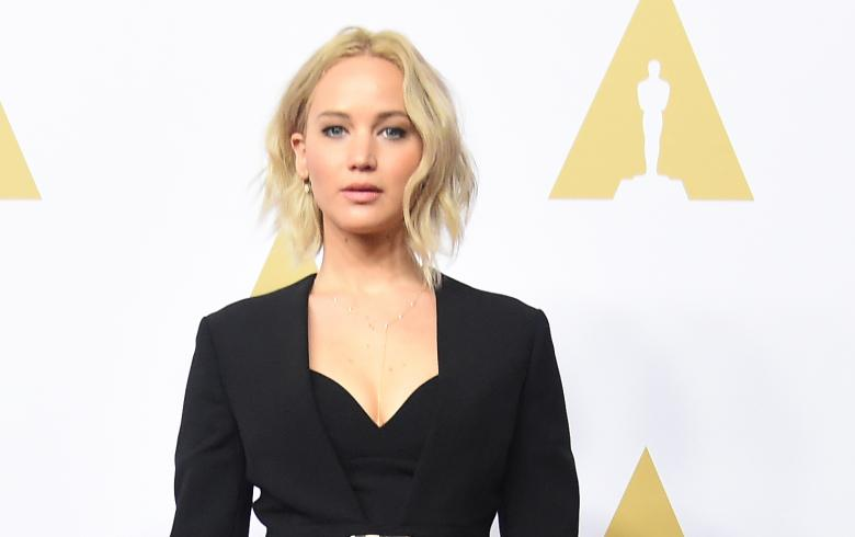 Jennifer Lawrence vomita a medio Broadway