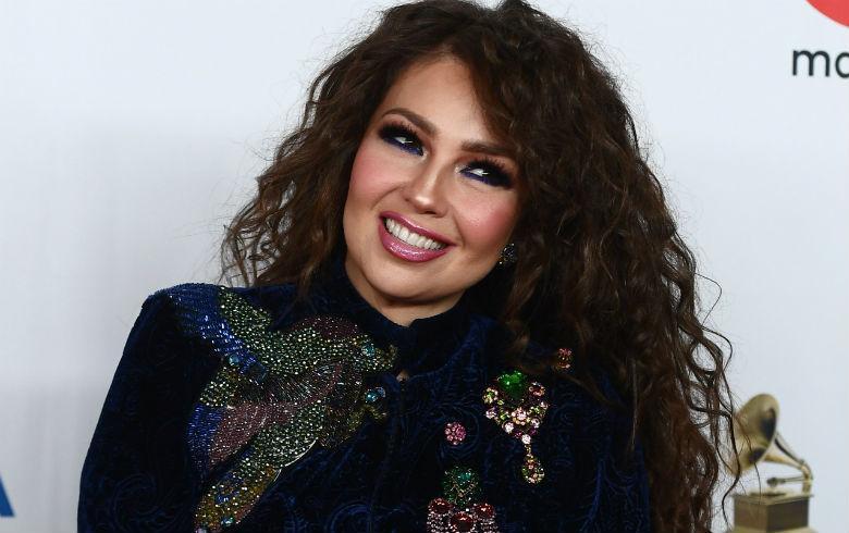 Thalía es criticada tras posar con unicornios y en corsé