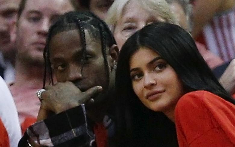 Captan a Kylie Jenner y Travis Scott en actitudes íntimas