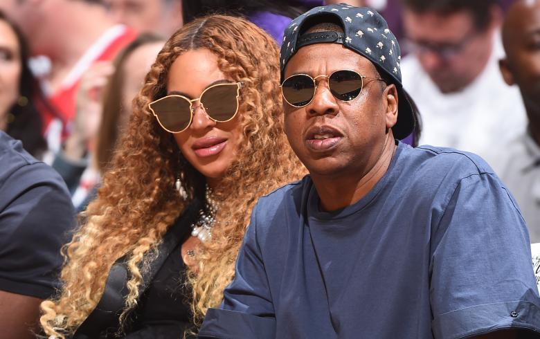 Los mellizos de Beyoncé y Jay Z continúan en el hospital