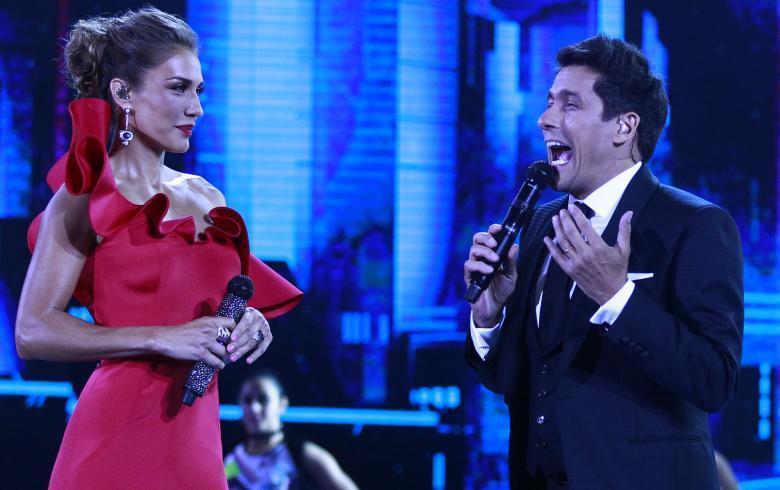 Carolina de Moras sorprende con look rojo en el debut de Viña 2018