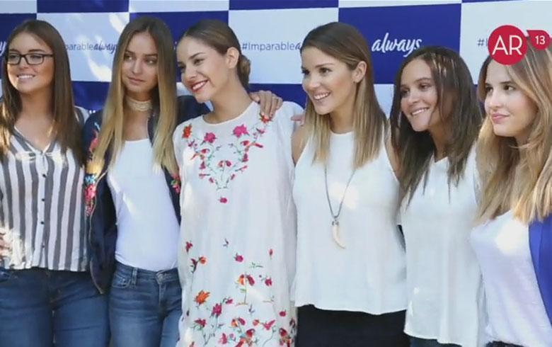 Famosas llegaron a evento always de azul y blanco for Jardin mallinkrodt
