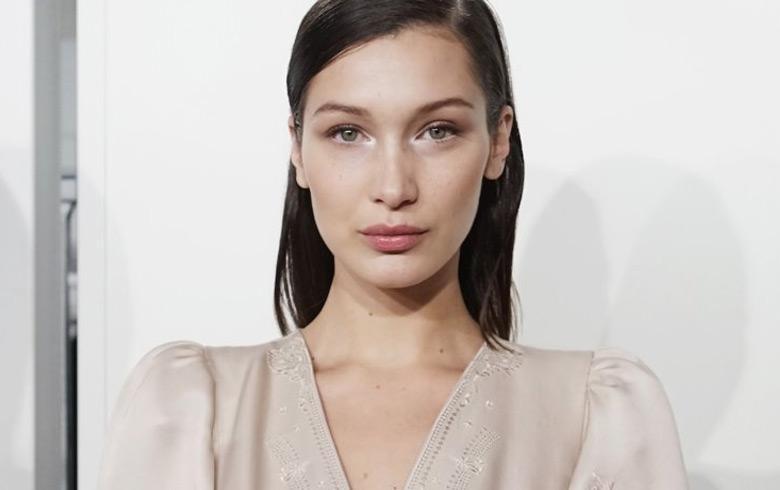 Bella Hadid impone moda del chaleco reflectante