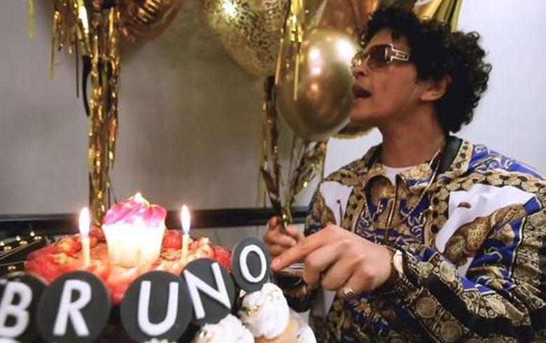 Bruno Mars contrata a famoso cantante para celebrar su cumpleaños
