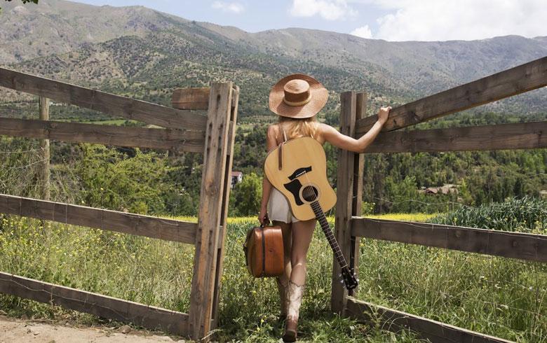 """Ex """"Rojito"""" promete ser la revelación de la música country pop latina"""