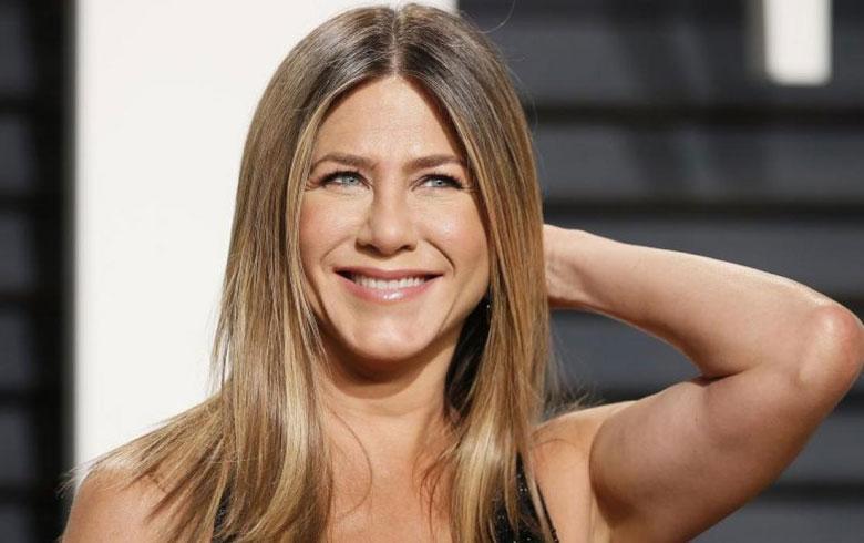 Jennifer Aniston impacta en sesión de fotos fashionista