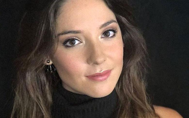 El look glitter de Kel Calderón en desfile de Lupe Gajardo