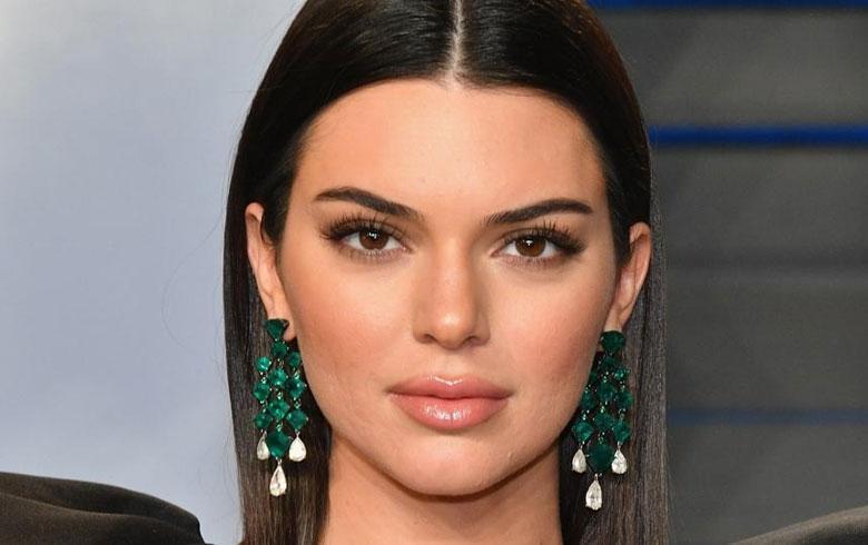 El total black de Kendall Jenner muestra avance de temporada