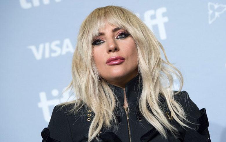 Lady Gaga revela en Twitter que padece fibromialgia
