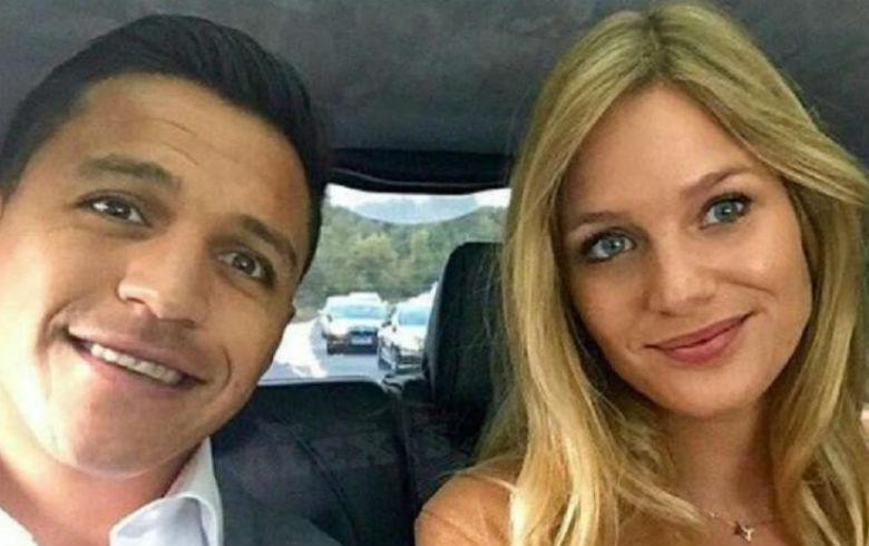 Alexis estalla y publica mensajes privados recibidos por su novia