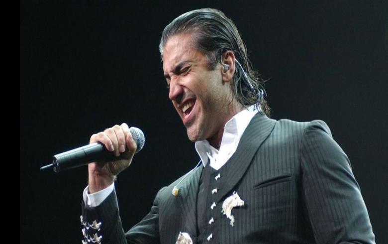 Captan al cantante mexicano Alejandro Fernández dando un concierto en estado de ebriedad