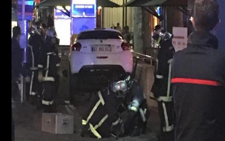 ¡Cuidado señora!: confundió la entrada de un estacionamiento y así terminó