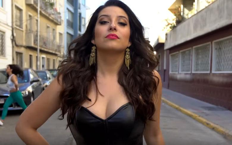 María José Quintanilla se la juega con ajustado look de cuero en su nuevo videoclip