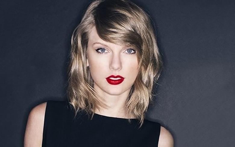 Sostén deportivo delata nuevo busto de Taylor Swift