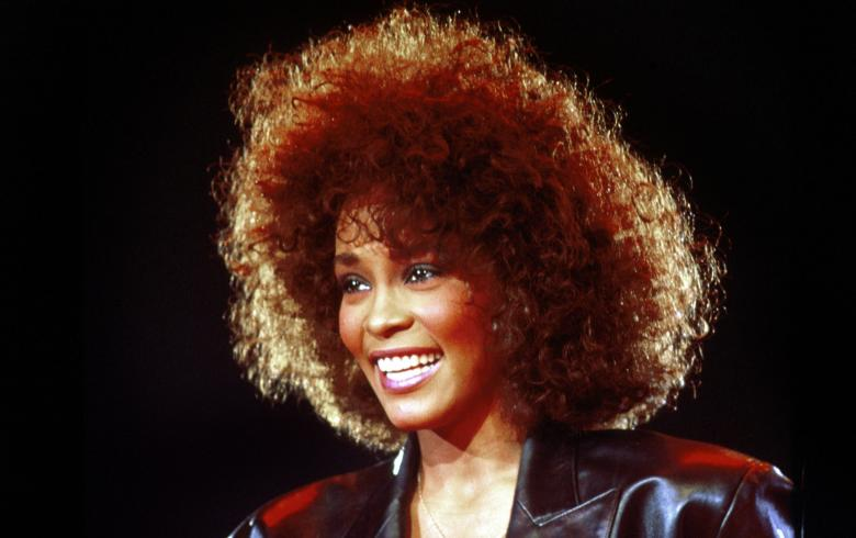 Whitney fue agredida sexualmente por su prima
