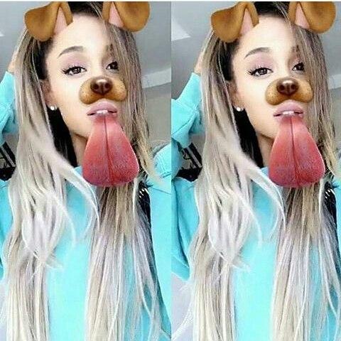 Ahora en cambio, Ariana de verdad optó por el decolorado en gran parte de su pelo, gracias a un osado balayage.