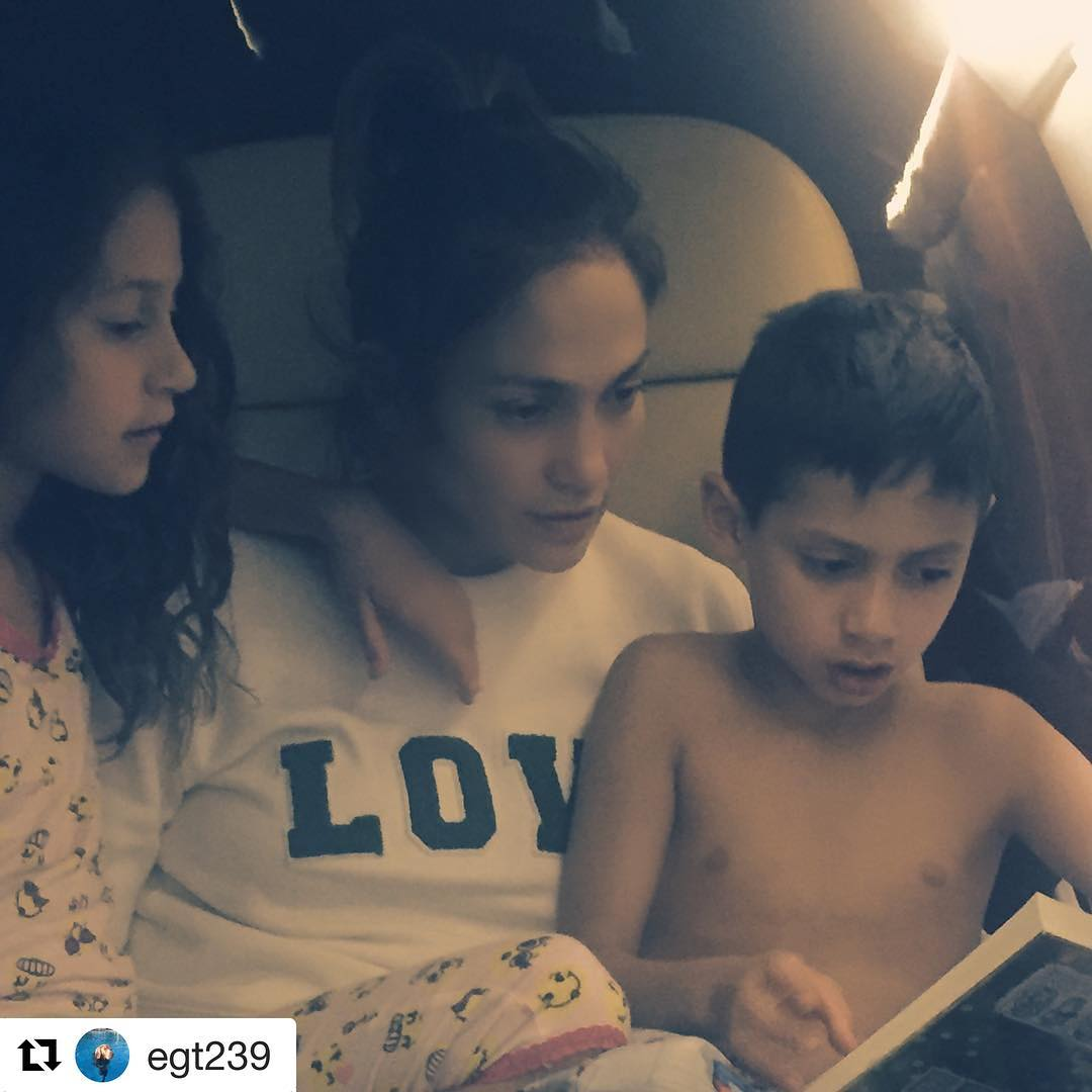 Jennifer López se muestra sencilla con sus hijos | AR13.cl
