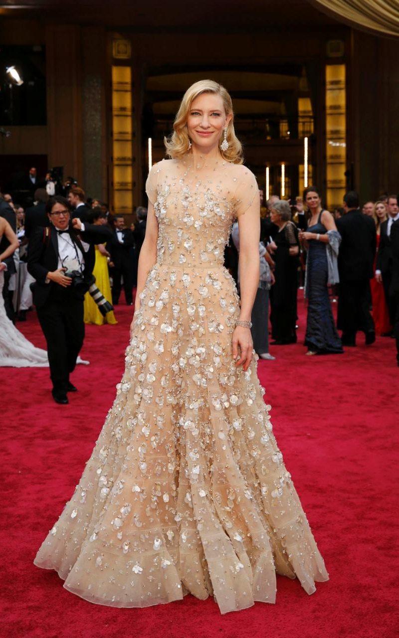 Los 10 vestidos más caros que han pasado por la alfombra ...