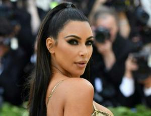 """Kim Kardashian se convierte en """"la diosa del oro"""" en la MET gala 2018"""