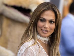 Jennifer Lopez sorprende con video sin ninguna gota de maquillaje