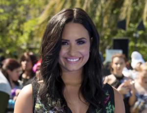 Demi Lovato se lució imitando a Katy Perry y Adele