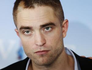 El irreconocible look de Robert Pattinson para la revista Wonderland