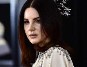 Lana Del Rey usó una aureola para los Grammy 2018