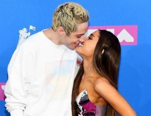 Ariana Grande y Pete Davidson sacan suspiros en la red carpet de los MTV VMA's