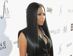 Nicki Minaj se fue al extremo con la moda del pelo largo
