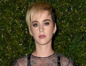 ¡Katy Perry se cortó aún más el pelo!