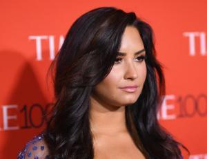 Demi Lovato se hizo un enorme tatuaje en la mano