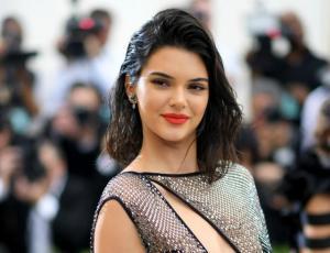 Kendall Jenner pasea por Nueva York con vestido transparente