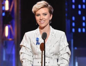 Ya no es rubia: Scarlett Johansson y su radical cambio de look