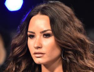 Demi Lovato sorprende con sexy transparencia en los VMA