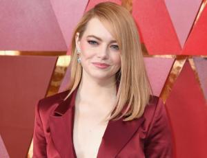 Emma Stone se atreve con pantalones en los Oscar 2018