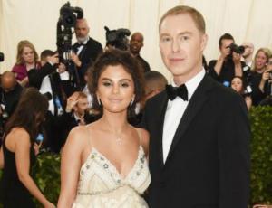 ¿Muy bronceada? Selena Gomez divide opiniones en la MET gala 2018