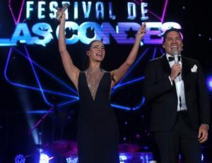 Elegante, fresca y moderna: Tonka se lució en la noche inaugural de Las Condes