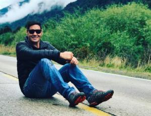 Pancho Saavedra celebra un millón de amigos en Facebook regalando un viaje