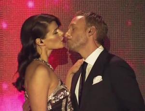 Con este beso Tonka y Martín dieron inicio a la segunda noche del Festival de Las Condes