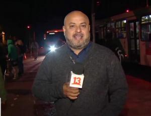 Periodista de Teletrece AM sufre fuerte altercado durante despacho en vivo
