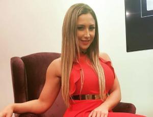 Nicole Moreno impacta con su abdomen acero