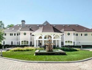 Conoce 4 mansiones de famosos que están a la venta