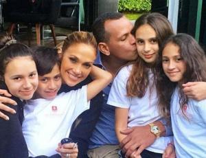Pareja de Jennifer Lopez cuenta como le dicen sus hijas a la cantante