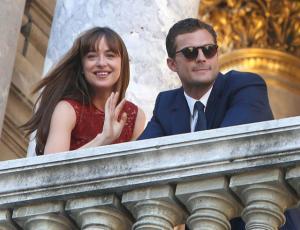 """""""50 sombras"""" termina sus grabaciones con románticas escenas en París"""