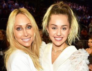 Miley Cyrus confiesa que ha vuelto a fumar marihuana y asegura que es culpa de su madre