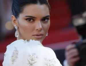 Kendall Jenner sorprendió con aberración fashionista en Cannes