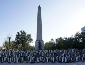 13C sorprende a la ciudadanía con mil pingüinos desplegados en Plaza Italia