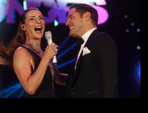 Tonka Tomicic y Pancho Saavedra inauguraron el Festival de Las Condes con beso triple